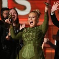 Adele saboreó la gloria en los Grammy Awards