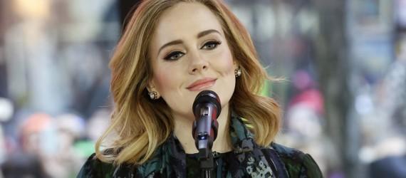 Adele admite que tiene una cuenta secreta de Twitter para maldecir y tuitear ebria