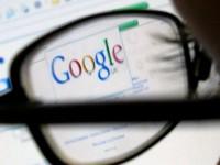 La mitad de los solteros googlean a la persona con la que van a salir