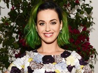 """Katy Perry estrenó el videoclip de """"Chained To The Rhythm"""""""